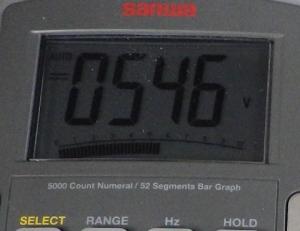 絶縁抵抗計500Vレンジの出力は546V