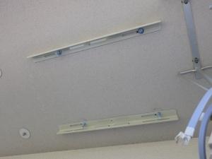 天吊り金具をボルトナットで固定