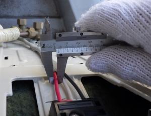 室内外機の連絡線は細い1.6mmが使われていた