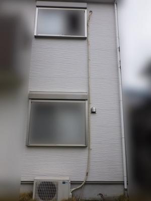 屋外の撤去するパイプはテープ巻きになっている