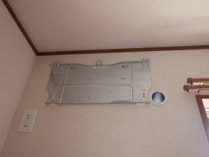 据付板と穴のスリーブを取付完了