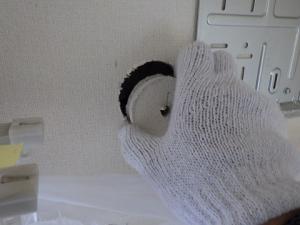 内壁の石膏ボードは手で取る