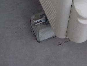 室外機とコンクリート台はボルトナットで固定