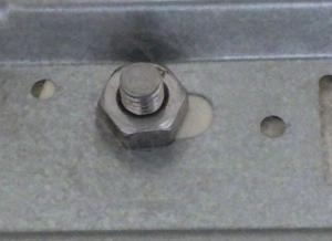 室内機固定用の公団ボルトの部分