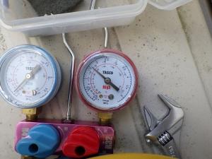エアコン停止時の圧力を測定