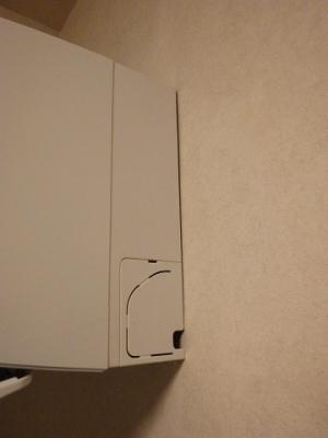 室内機上部と壁の間に隙間がある