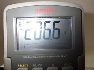 コンセントの電圧測定
