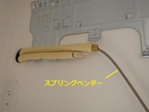 スプリングベンダーを使って冷媒管を曲げる